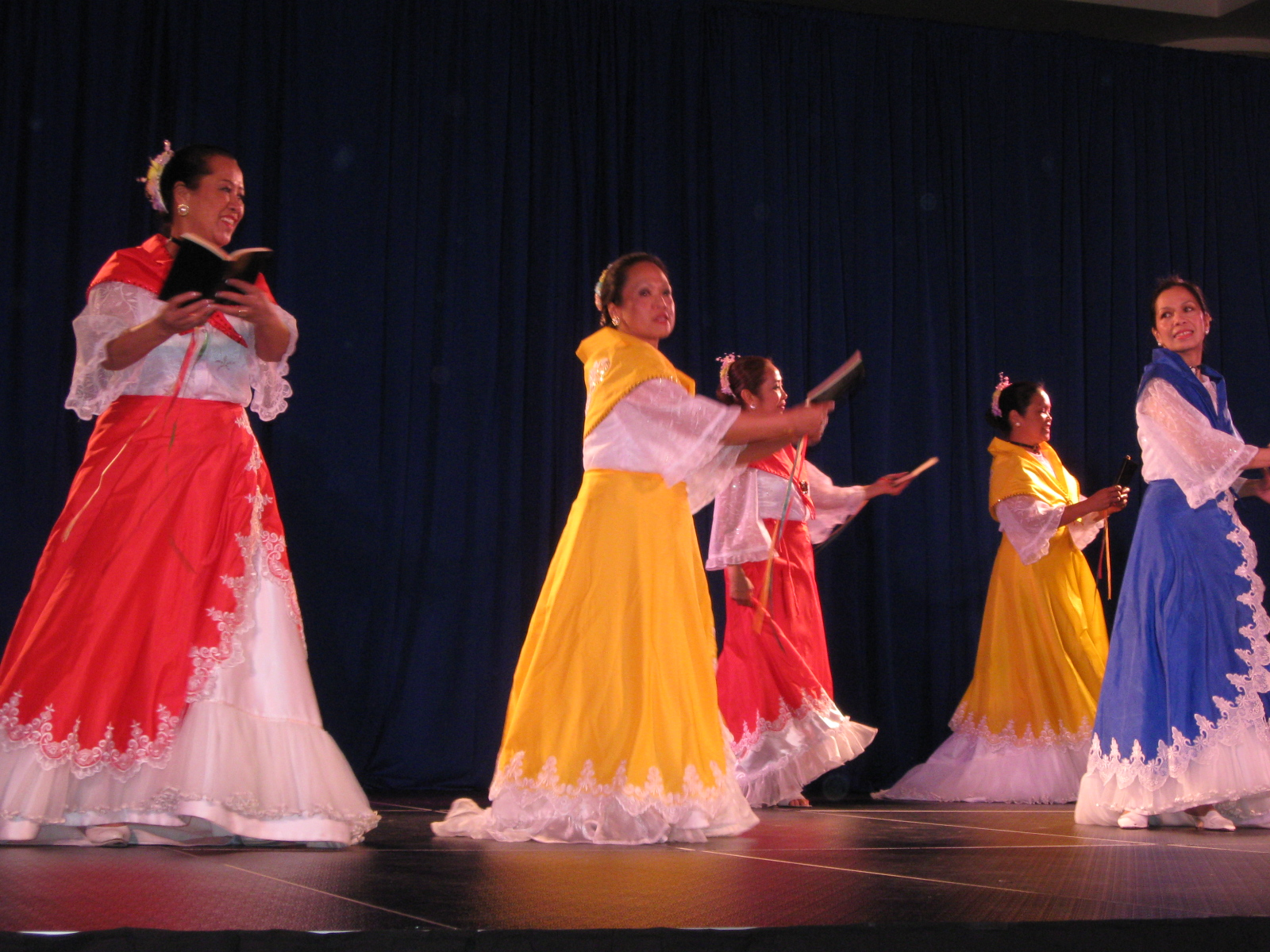 kuratsa philippines folk dance In this bibliography plan, i will focus on traditional philippine dances related to   one of the clips of the kuratsa[25], a filipino folk dance, that i saw on the site.